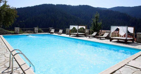 Η πισίνα του ξενοδοχείου Αρχοντικό Χατζηγάκη