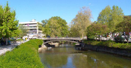 γέφυρα στα Τρίκαλα και ποτάμι